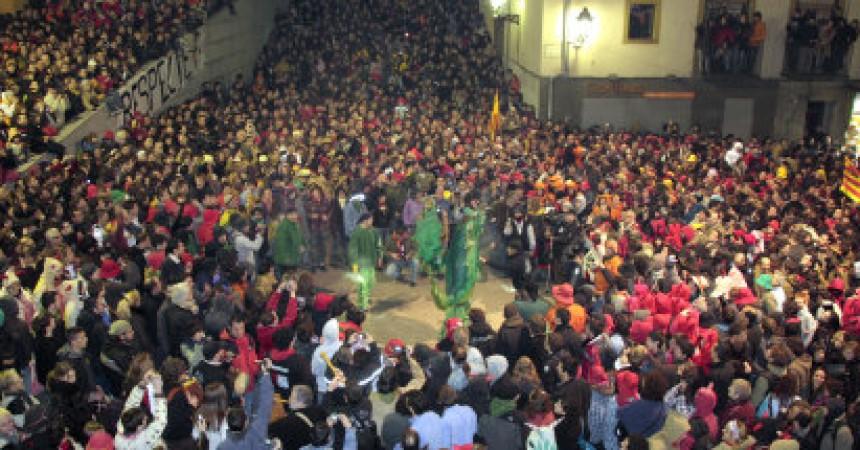 Milers de persones es manifesten en defensa de la cultura del foc dels Països Catalans