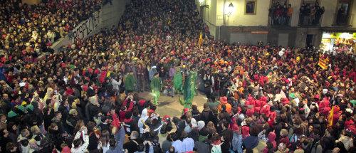 Milers de persones s'han manifestat en defensa de la cultura del foc a Berga