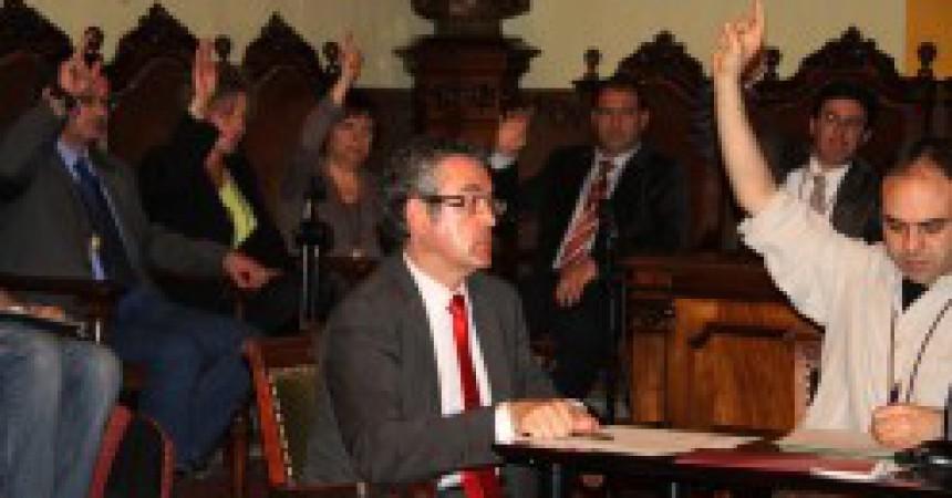 Una moció de censura de CiU, la CUP i Esquerra fa fora el PSC del govern de Vilafranca