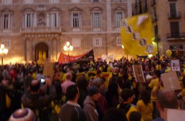 Milers de persones es manifesten a Barcelona en defensa de l'ensenyament públic català