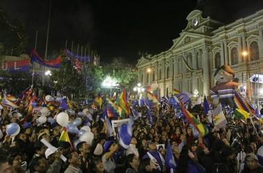 Evo morales arrasa a Bolívia i promet aprofundir en la transformació socialista