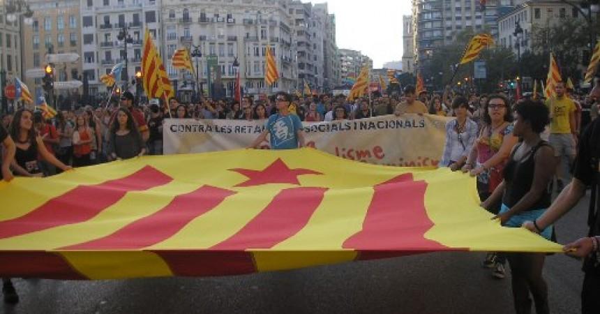 El 9 d'octubre independentista aplega milers de persones a València i actes arreu del País Valencià