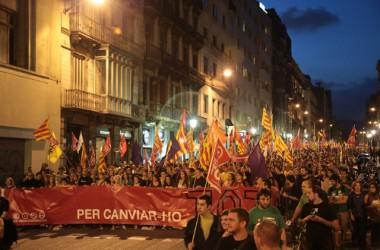Multitudinària manifestació per defensar la independència lligada al canvi social