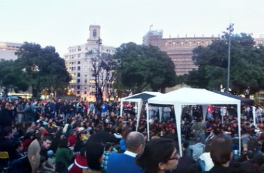 Milers de manifestants surten al carrer el 15M contra l'actual sistema polític