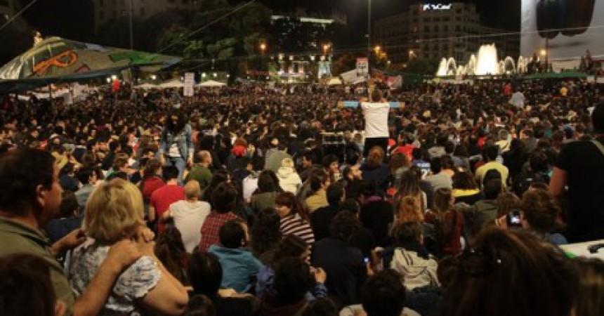 Les acampades dels indignats protagonitzen la jornada de reflexió