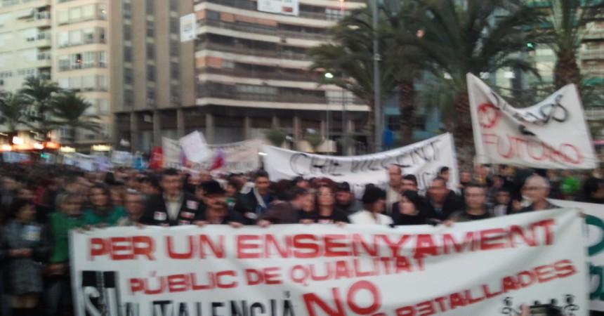 Multitudinàries mobilitzacions a València i Alacant en defensa de l'ensenyament públic