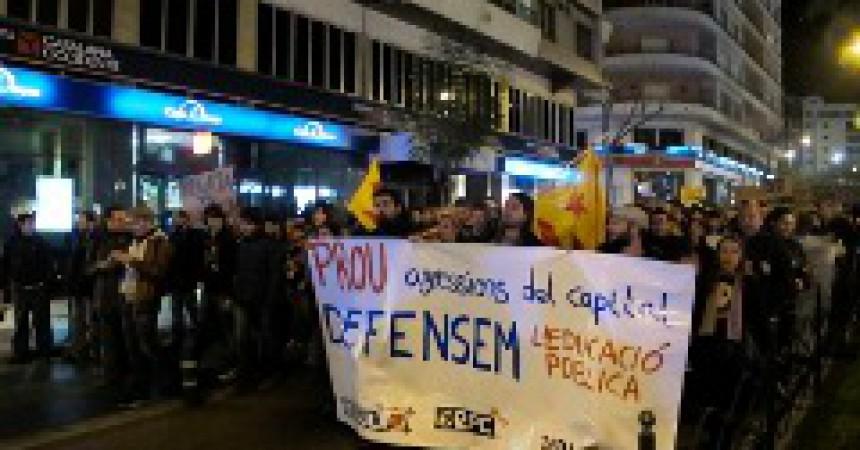 Manifestació a Alacant en solidaritat amb els estudiants de València