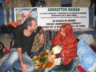 Aminetu Haidar a l'aeroport de Lanzarote