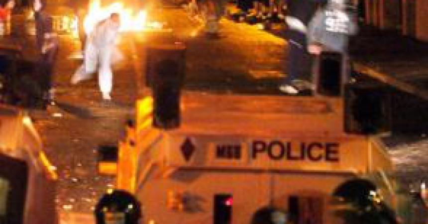 Esclat de violència amb motiu de marxes orangistes al Nord d'Irlanda