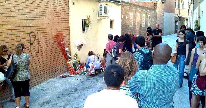 Veïnes de Sants es concentren per reclamar justícia i acomiadar la Nancy, dona assassinada al barri