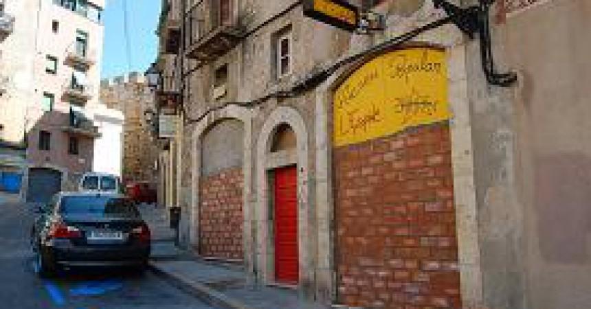 Intent de desallotjament il•legal de l'ateneu popular l'Espina de Tarragona