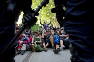 Imatges de la protesta del #15j davant el parlament