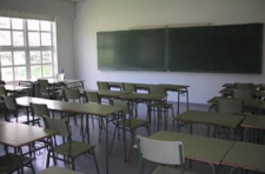 Crítiques al govern de Camps per l'incompliment de l'ensenyament en valencià