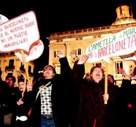 Protesta de veïnes de la Barceloneta per la política urbanística de l'Ajuntament de Barcelona