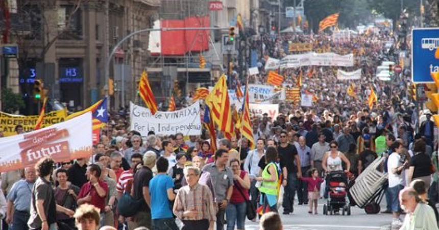Desenes de milers de persones es manifesten per l'autodeterminació