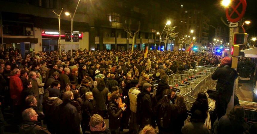La indignació assetja la seu del PP de Barcelona.