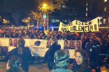 Centenars de persones es manifesten contra les bales de goma i  reclamen la dimissió de Felip Puig