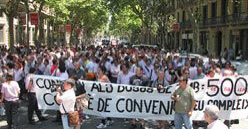 Els treballadors d'autobusos de Barcelona aturen les vagues fins la tardor, però amenacen amb més contundència si no avancen les negociacions