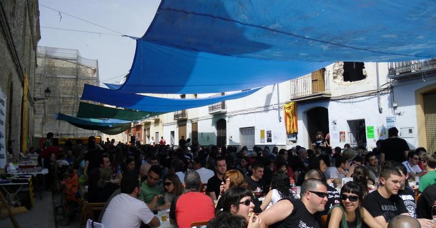 Beniarrés celebra amb èxit la ja tradicional calçotada