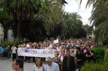 Milers de veïnes i veïns de Campanar exigeixen que es quede l'hospital públic al barri
