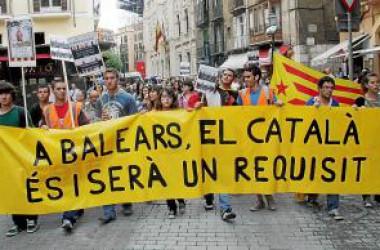El PP consuma l'arraconament del català a les institucions illenques