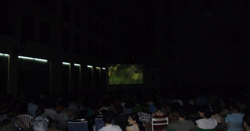 Èxit rotund del cinema a la fresca en valencià a Velluters
