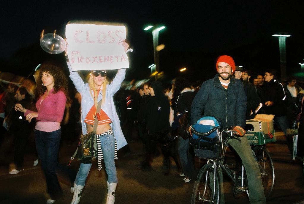Manifestació a Barcelona el 2005, quan es va aprovar l'ordenança del civisme que ara ha derivat en polèmica // FOTO: orianomada