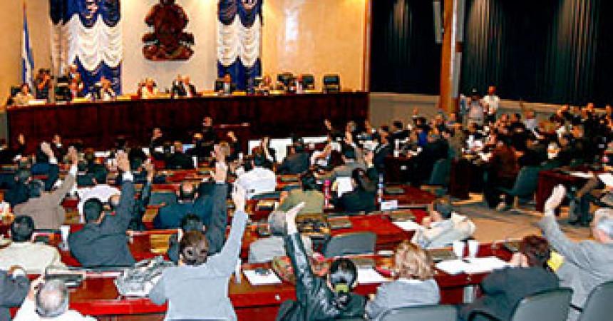 Decretat l'estat d'excepció a Hondures mentre el president Zelaya anuncia que hi tornarà el cap de setmana