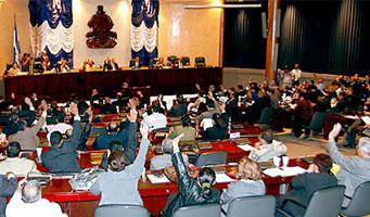 Moment en què el Congrés d'Hondures votava aquest dimecres per suspendre els drets constitucionals de la població // FOTO: TeleSur
