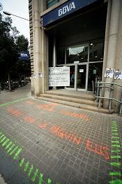 Acció davant d'un banc a Sabadell