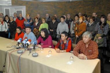 D3M aconsegueix un nombre rècord de signatures mentre el PSOE anuncia que la vol il·legalitzar