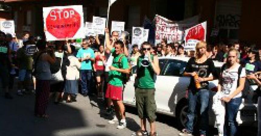 Suspès per la pressió popular un desnonament a València