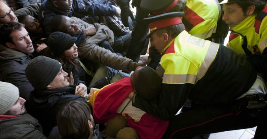 A judici 13 activistes que volien impedir un desnonament