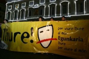 Concentració a BCN de suport a egunkaria