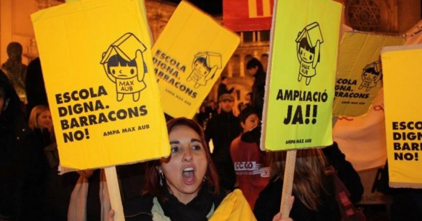Milers de manifestants contra la política educativa de la Generalitat
