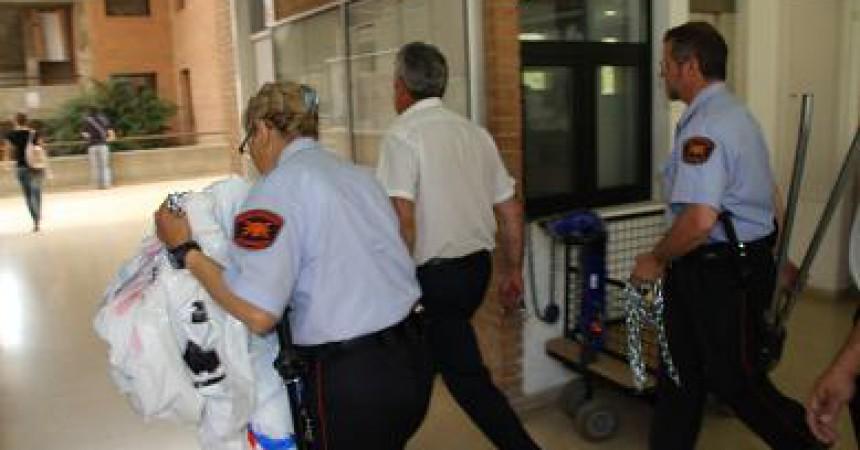 Desallotgen els estudiants tancats a Ciències de la Comunicació de la UAB