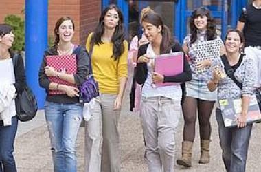 Milers d'estudiants poden ser expulsats de les universitats valencianes