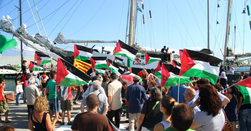 La III Flotilla de la Llibertat navega rumb a Gaza per aigües catalanes
