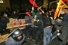 Càrrega dels Mossos contra una manifestació estudiantil a Barcelona el març de 2009