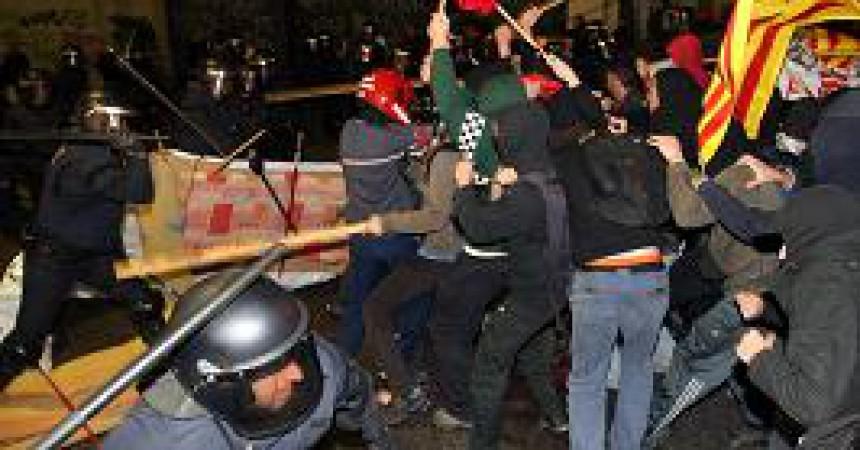Els Mossos tornen a carregar contra els estudiants al vespre