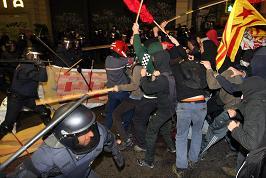 Càrrega a la manifestació de dimecres al vespre. Foto: Miquel Llop