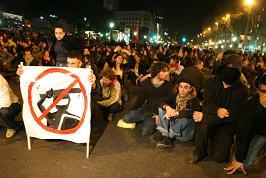 Asseguda dels manifestants durant la marxa. Foto: Miquel Llop