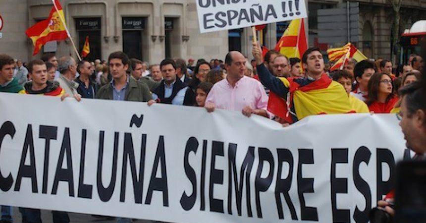 L'espanyolisme i el feixisme es manifesten mentre els mossos reprimeixen antifeixistes i independentistes