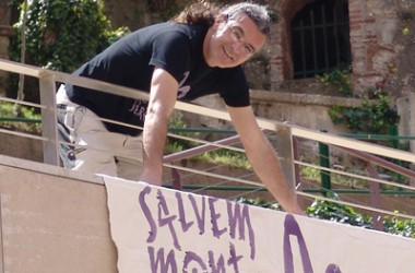 Petició de 4 anys de presó per tirar unes sabates a la taula de l'alcaldessa