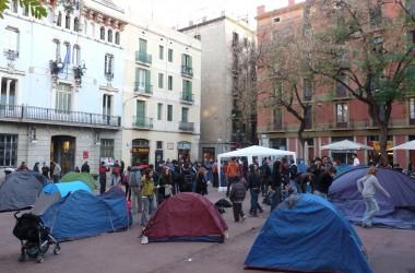 Ocupen la plaça de la vila de Gràcia per reclamar l'autogestió del Casal de Joves i denunciar la privatització