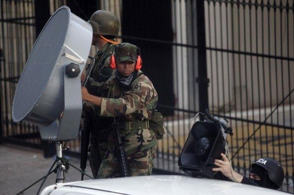Soldats hondurenys dirigeixen ultrasons contra l'ambaixada del Brasil a Tegucigalpa