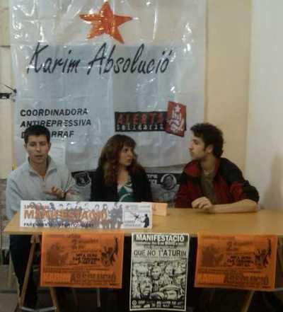 Roda de premsa de suport a Karim (és el de la dreta)