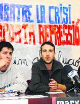 Karim (a la dreta) en un acte per denunciar el seu cas.