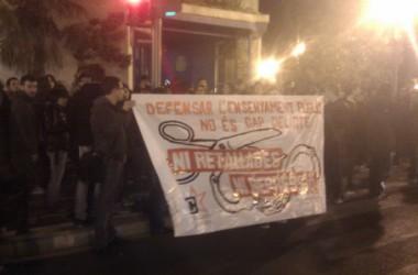 Nova càrrega policíaca davant la Delegació de govern a València acaba amb, com a mínim, dos detencions més