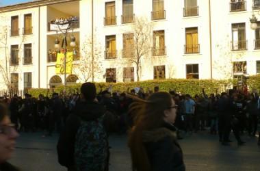 Concentració a les sis de la vesprada per la detenció de sis persones de l'IES Lluís vives